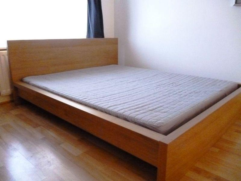 Image of: Queen Bed Frame Wood