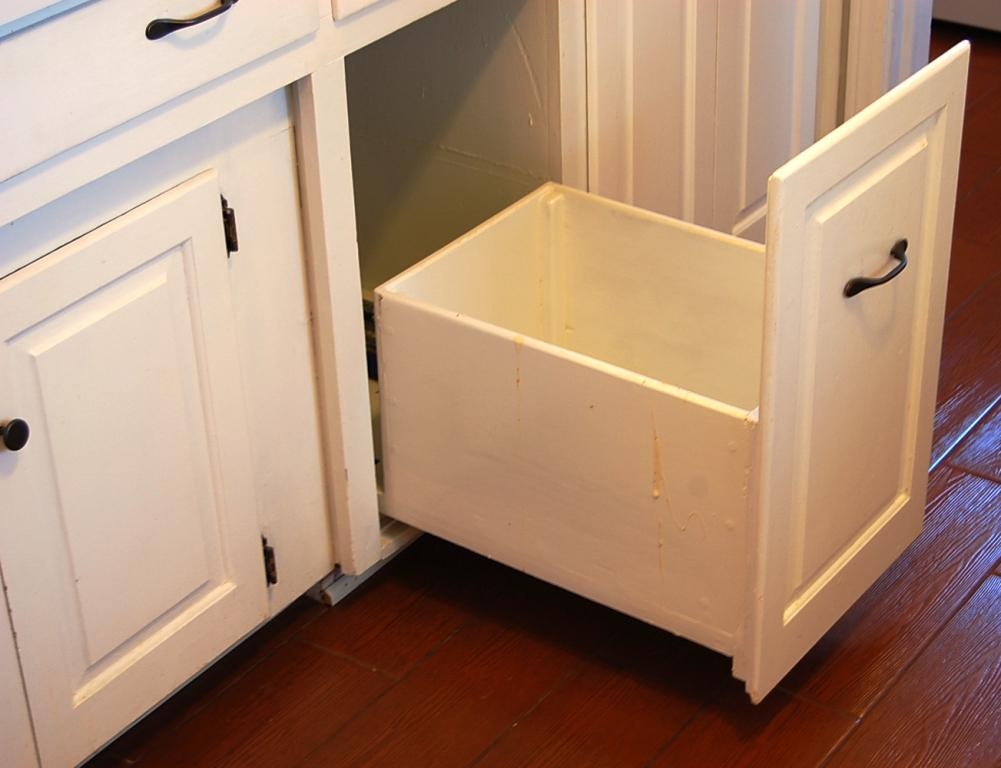 IKEA Trash Can With Automatic Lid Cabinets