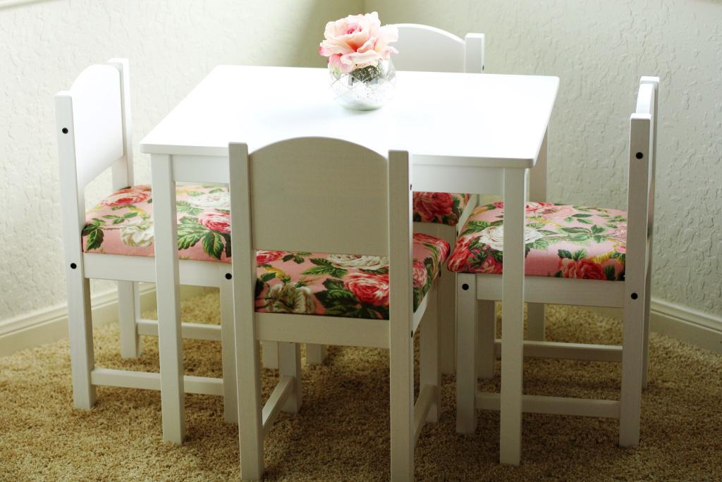 Image of: IKEA Childrens Chairs And Tables