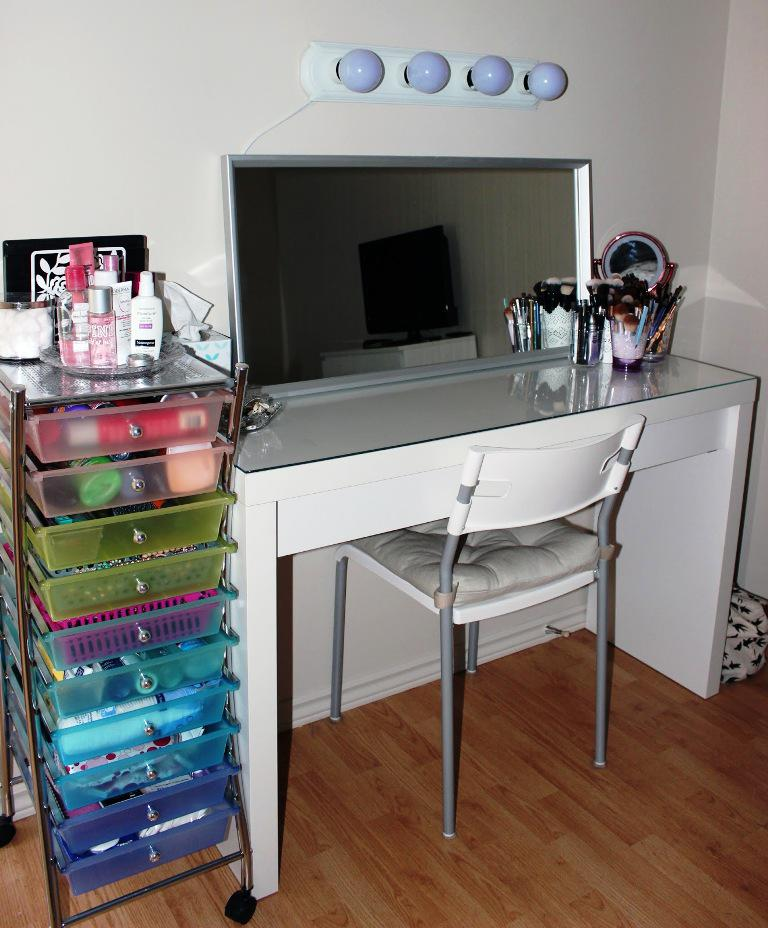 Image of: IKEA Vanity Table With Mirror And Bench