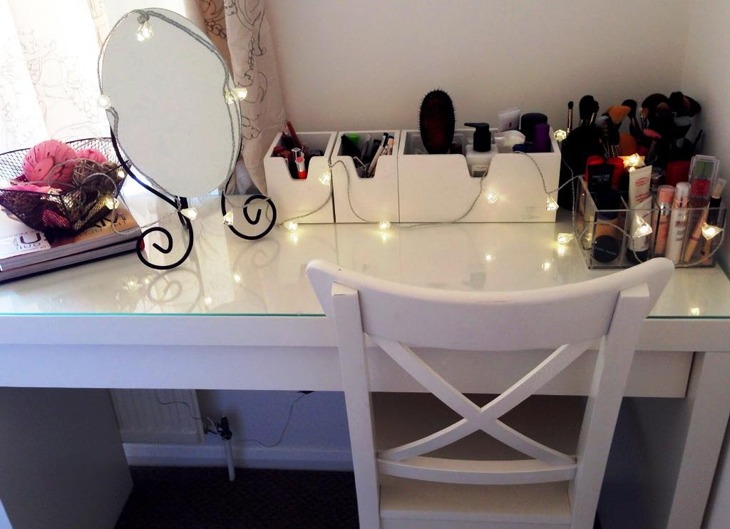 Image of: Vanity Table With Lights IKEA